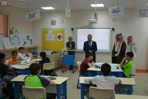 Assistant Secretary General of the King Faisal Foundation visits the King Abdulaziz Schools in Medina